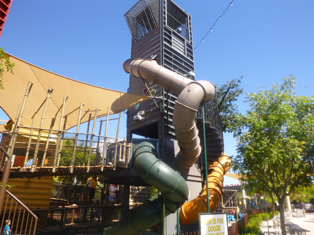 A treehouse downtown container park east freemont street ...